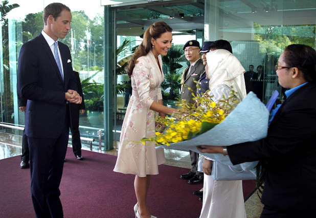 Kate Middleton and Prince William arrive in Singapore