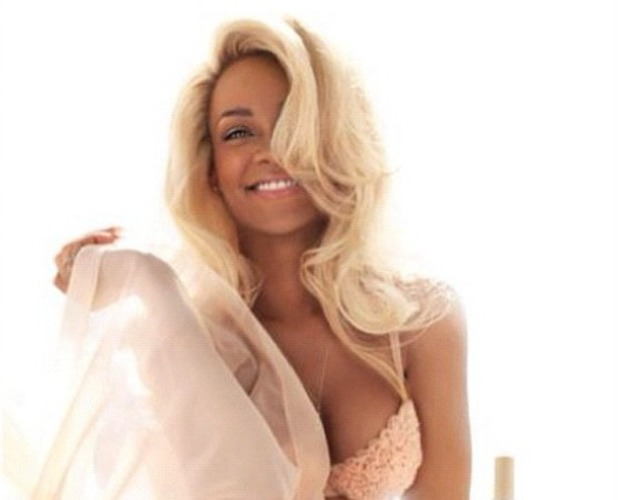 Rihanna advert for new perfume Nude