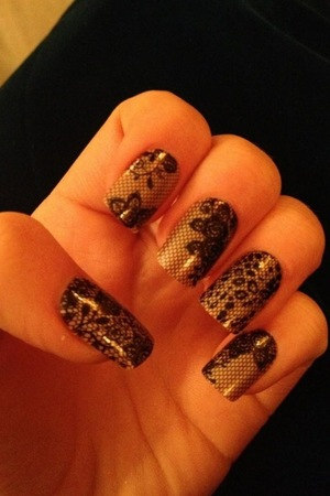 Miss Mode: Ella Henderson wears imPress nails in Twitter picture