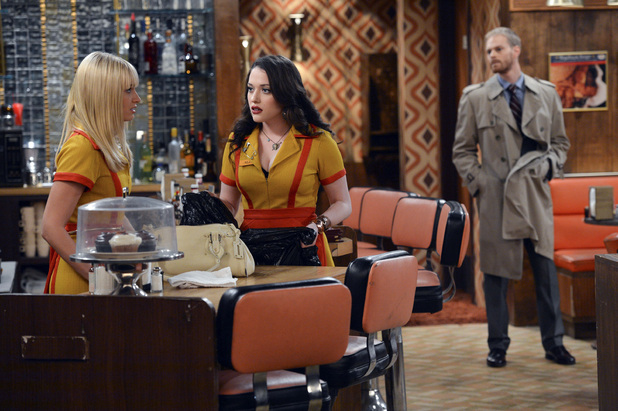 2 Broke Girls, the diner is held up, Thu 29 Nov 2012