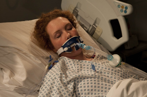 Corrie, Fiz in hospital, Wed 2 Jan