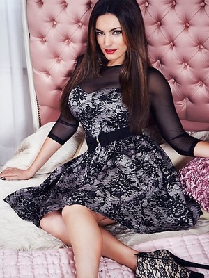 Kelly Brook for New Look lace dress