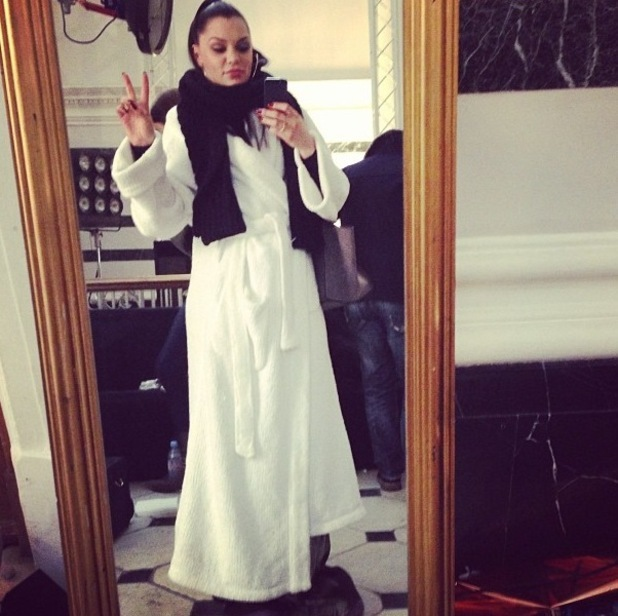 Jessie J uploads picture of her in dressing gown