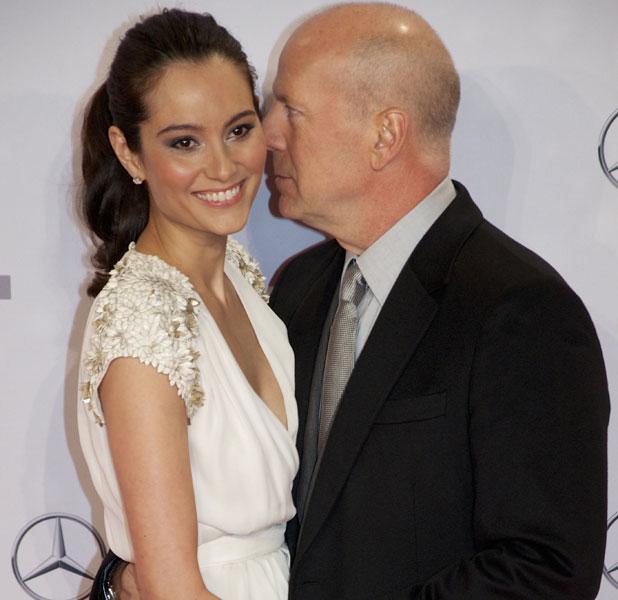 Bruce Willis kissing his wife Emma Heming at the German premiere of Die Hard 5