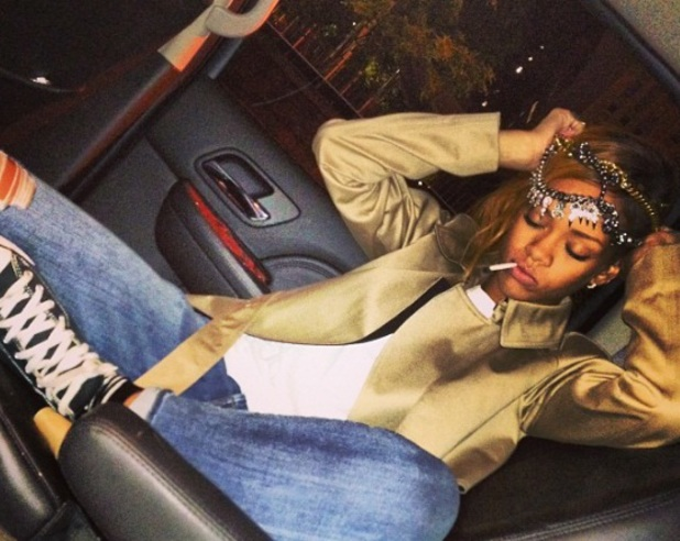 Are Rihanna's new picture and cryptic message directed at ...