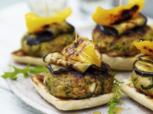 halloumi and courgette veggie burger
