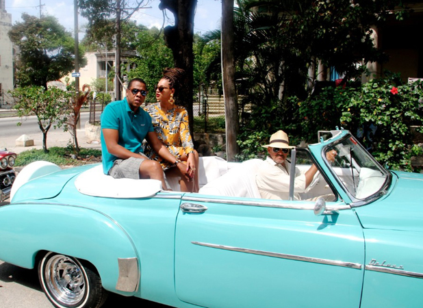 Beyoncé poses with a cigar while in Cuba with Jay-Z ...