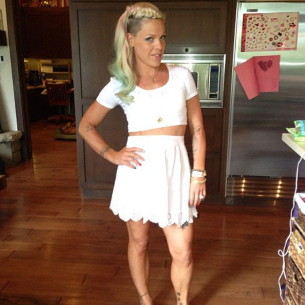 Carey Hart tweets a picture of his wife Pink and her new long hair, 2 June 2013