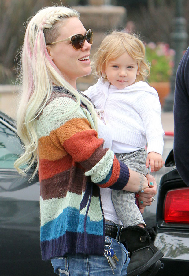 Pink out and about in Malibu with daughter Willow, 8 June 2013