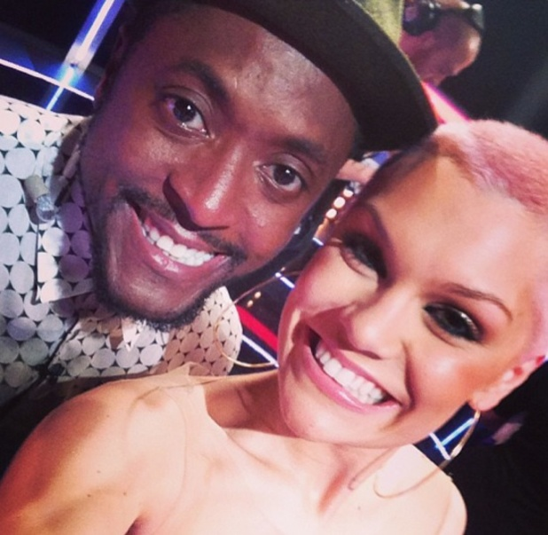 Jessie J poses with Matt Henry at The Voice final, pink hair, 22 June 2013