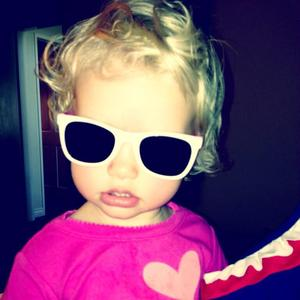 Jessica Simpson's daughter Maxwell wears sunglasses - 22 June