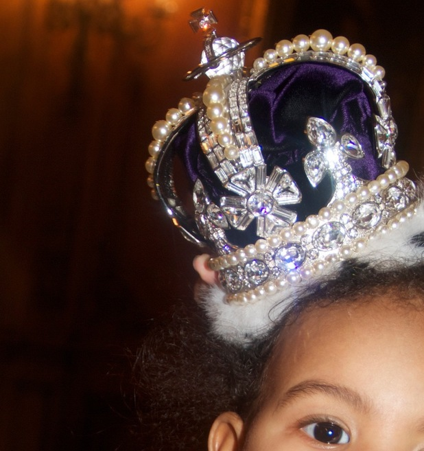Blue Ivy Carter pictured wearing a crown on Beyoncé's tumblr - 2013