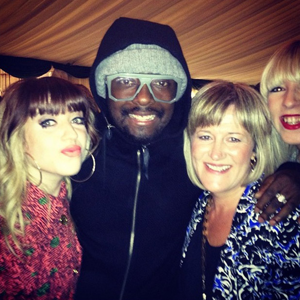 The Voice UK finalist Leah McFall and her mum and cousin poses with will.i.am backstage