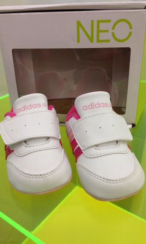 Selena Gomez tweets photo of baby trainers for her sister Gracie Elliot Teefey