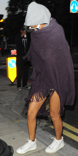 Rihanna sleeps 3 hours in a coach outside her Park Lane hotel when she returned to London after her gig in Birmingham - 19 July 2013