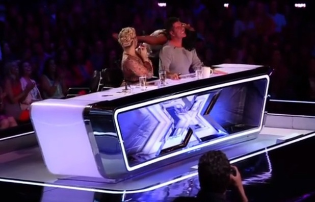 Kelly Rowland dances on Simon Cowell in USA X Factor auditions - July 2013