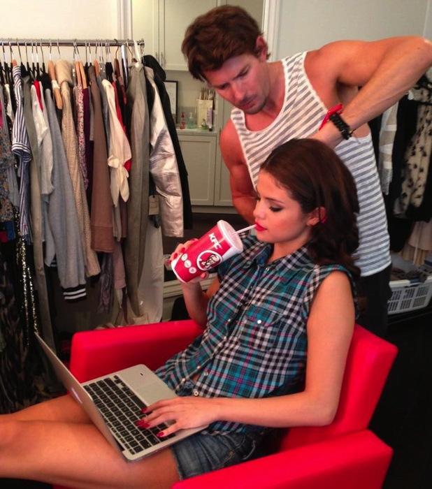Selena Gomez drinking KFC before ESPY awards 2013 Twitter pic