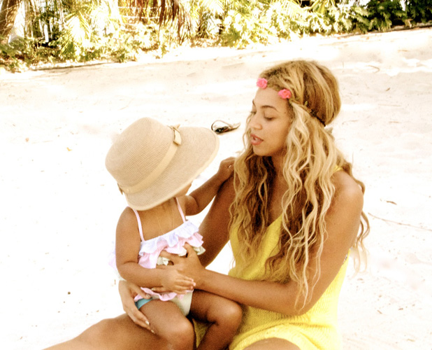 Beyonce shares holiday snaps with Blue Ivy