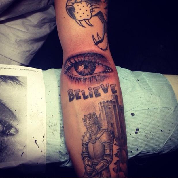 Justin Bieber gets new eye tattoo 17 July 2013