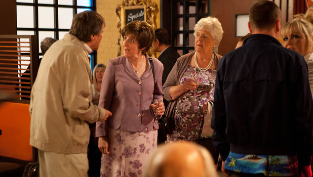 Corrie, Roy tells everyone about Hayley's cancer, Fri 26 Jul