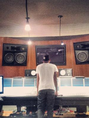 Lewis Hamilton posts photo in the recording studio