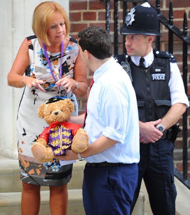 A gift arrives at the St. Mary's Hospital for Kate and William, 23 July