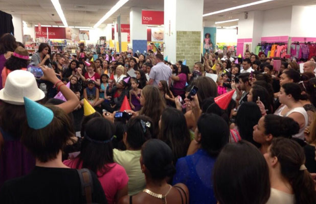 Selena Gomez mobbed by fans in New York at Dream Out Loud launch, 24 July 2013