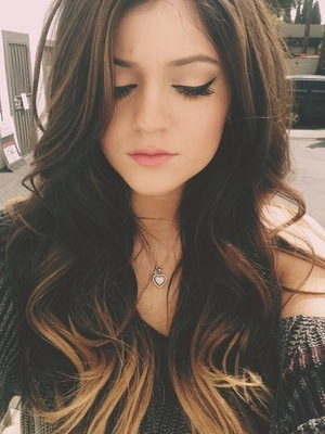 Kylie Jenner shows off ombre hair and liquid eyeliner on Twitter selfie
