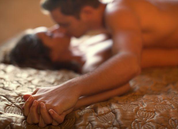 أوجه الشبه والإختلاف النشوة الجنسية الرجل والمرأة couple-in-bed.jpg