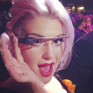 Kelly Osbourne tweets photo to Instagram at Do Something awards in Los Angeles