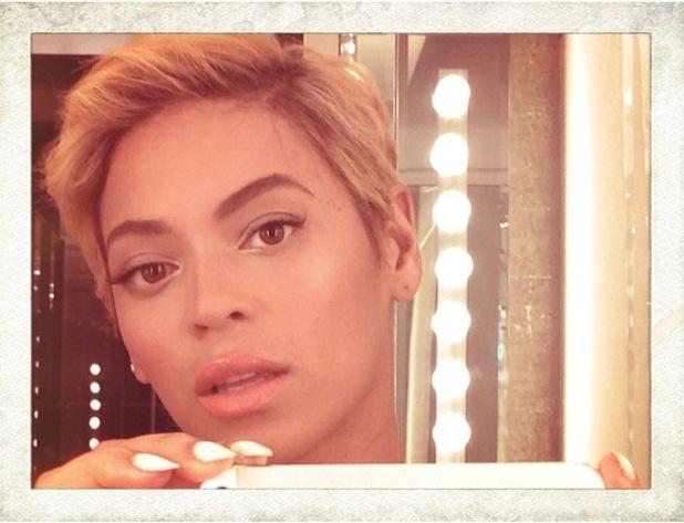 Beyoncé debuts dramatic new short hair - 7 August 2013