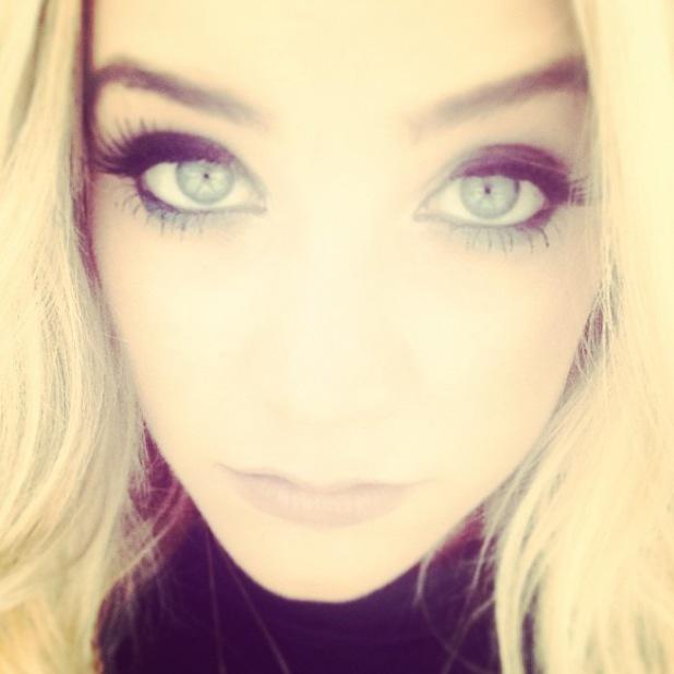 Laura Whitmore Instagram smoky eyes