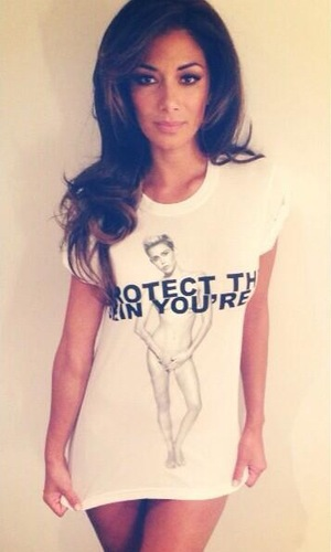 Nicole Scherzinger Marc Jacobs Protect the skin you're in Miley Cyrus T-shirt