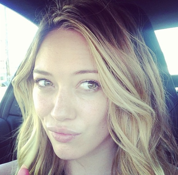 Hilary Duff posts no make-up picture - 6 August 2013