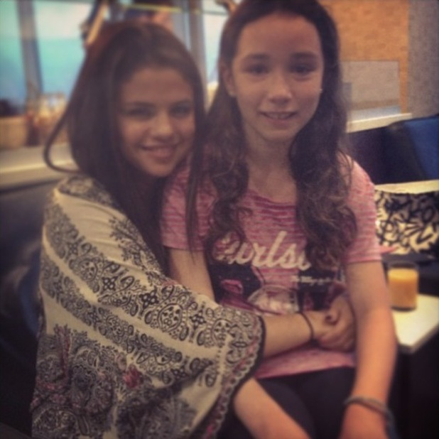 Selena Gomez meets fan in airport and gives her tickets to her show - 13 August 2013