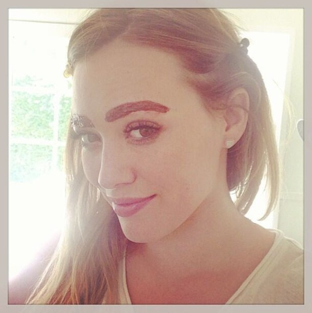 Hilary Duff dyes her eyebrows - 16 August 2013