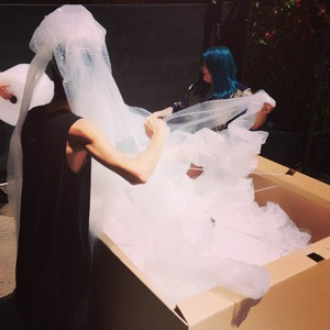 Amber Rose packs up her wedding dress - 17 August 2013