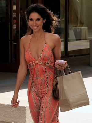 Model Leilani Dowding Spotted Leaving the Newsroom Cafe on Robertson Boulevard