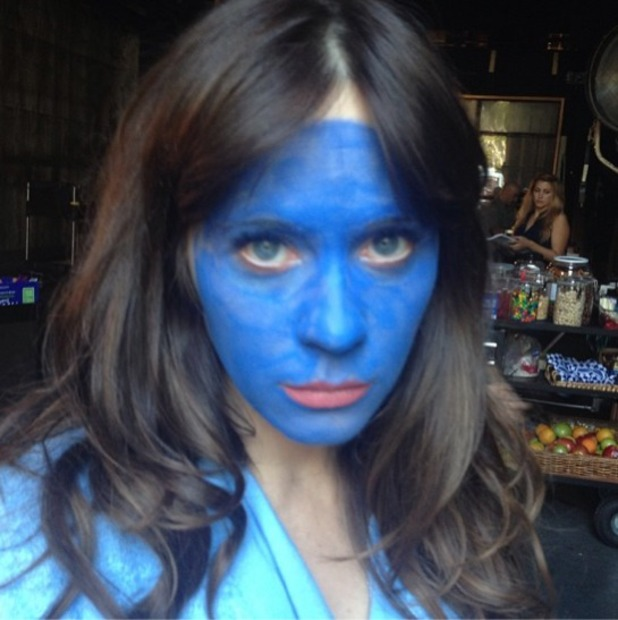 Zooey Deschanel with a blue face, shooting scenes for New Girl Season 3, 27 August 2013