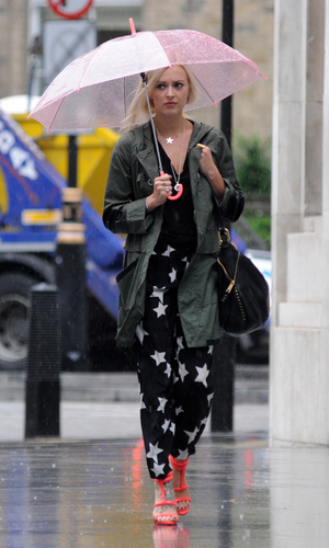 Fearne Cotton arriving at BBC Radio 1 - 6.9.2013