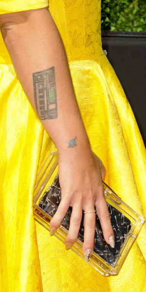 Kelly Osbourne's clutch bag at the Hollywood Awards