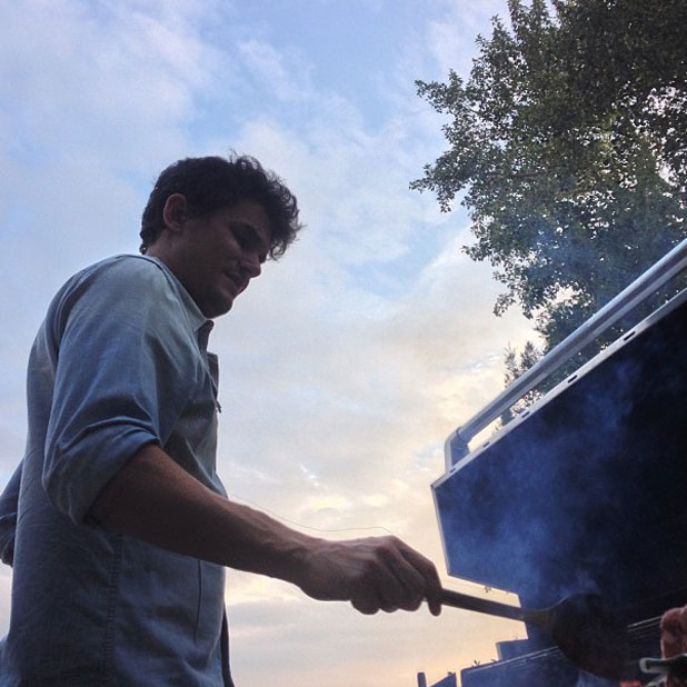 John Mayer flipping burgers at Katy Perry's Labor Day Party in Los Angeles, 2 September 2013