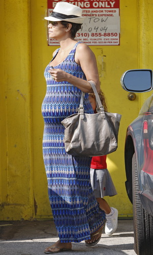 Heavily pregnant Halle Berry with daughter Nahla run errands in LA - 10 September 2013