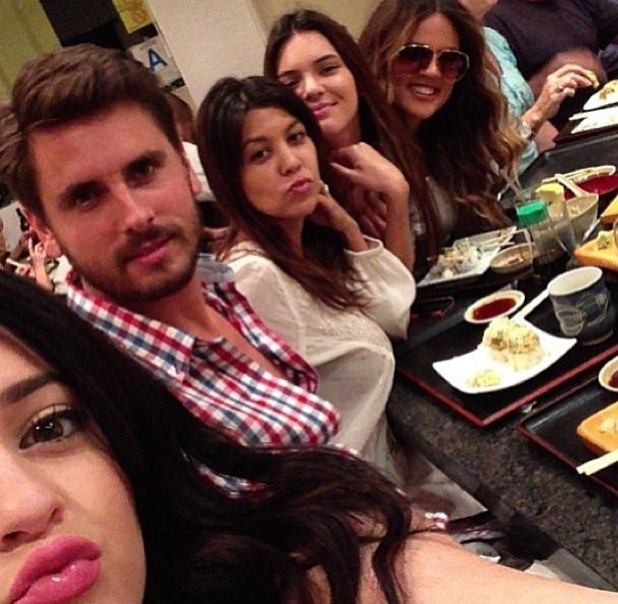 Scott Disick has dinner with Kourtney, Khloe Kardashian and Kendall and Kylie Jenner - 10.9.2013