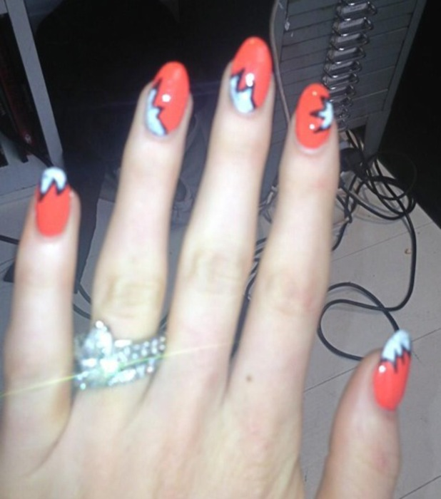 Abbey Clancy Twitter comic strip nails - 9 September