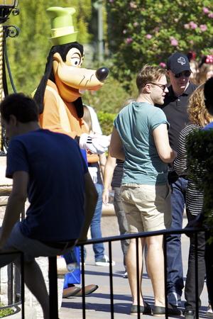 Olly Murs enjoys a day at Disneyland Park - 22.9.2013