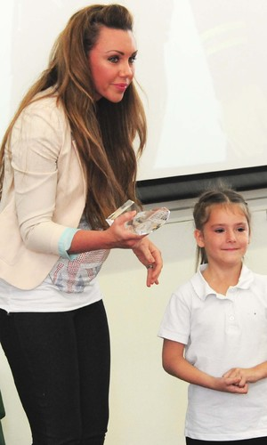 Pregnant Michelle Heaton presents Little Stars award to Kelly King for saving her mum's life - 4 October 2013