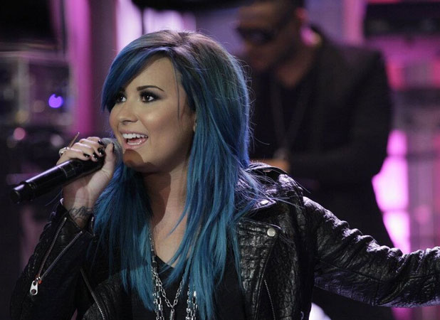 Demi Lovato debuts blue hair on The Tonight Show With Jay Leno, 2 October 2013