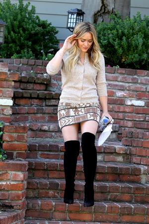 Hilary Duff walking in black thigh length boots as she leaves an Interpretation Class - 10.10.2013
