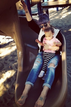 Kelly Osbourne with her niece Pearl (7 October)